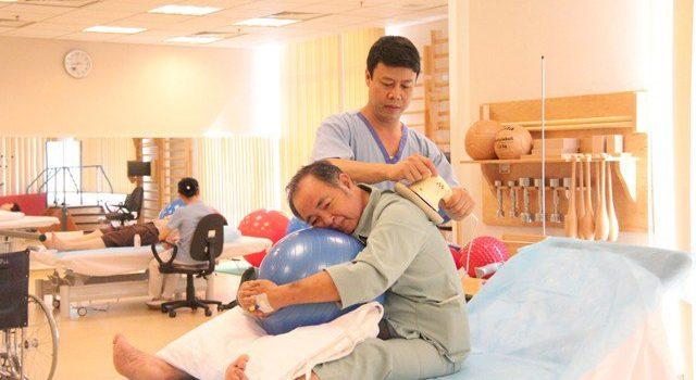 5 Điều cần lưu ý khi chăm sóc phục hồi chức năng sau tai biến cho người bệnh