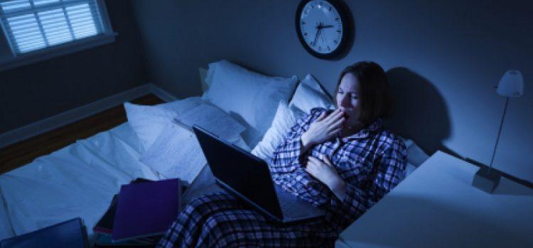 Cảnh báo: Nguy cơ bị đột quỵ, giảm tuổi thọ do thói quen thức khuya kéo dài