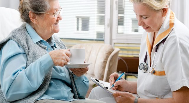 Cách chăm sóc người bị tai biến mạch máu não mau phục hồi, tránh tái phát