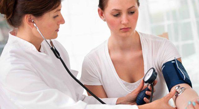 Những mối nguy hiểm tiềm ẩn của bệnh huyết áp thấp ở người trẻ tuổi